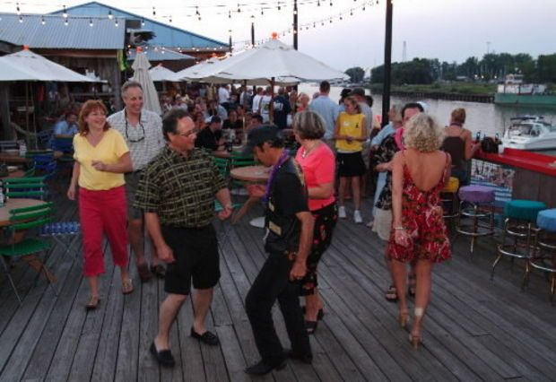 9 Best Waterfront Restaurants In Northeast Ohio The Food Drinks And Views