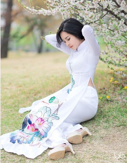 Vietnamese-belle-with-traditional-Ao-dai+%288%29.jpg (426×548)