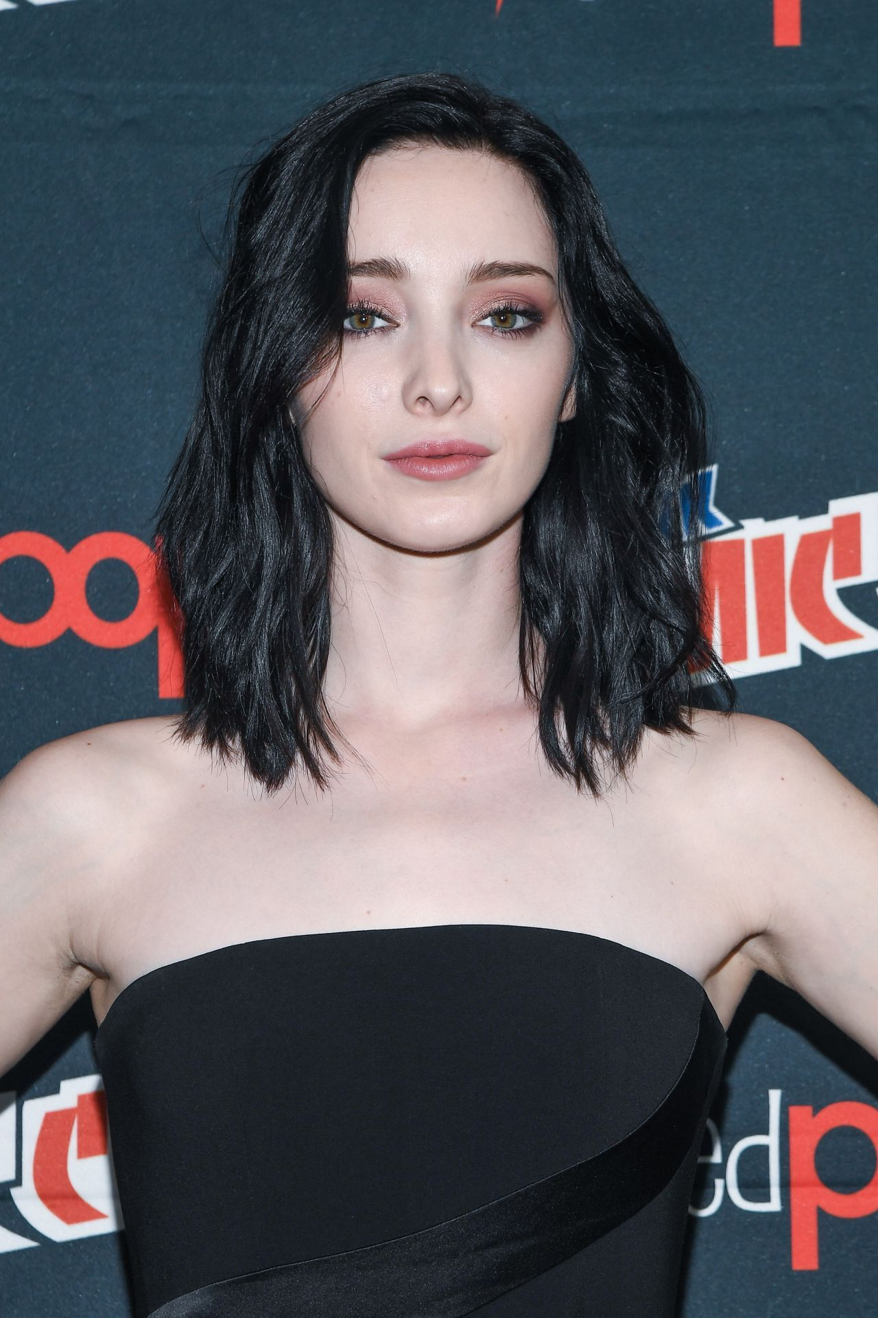 Watch Emma dumont sexy at comic con video