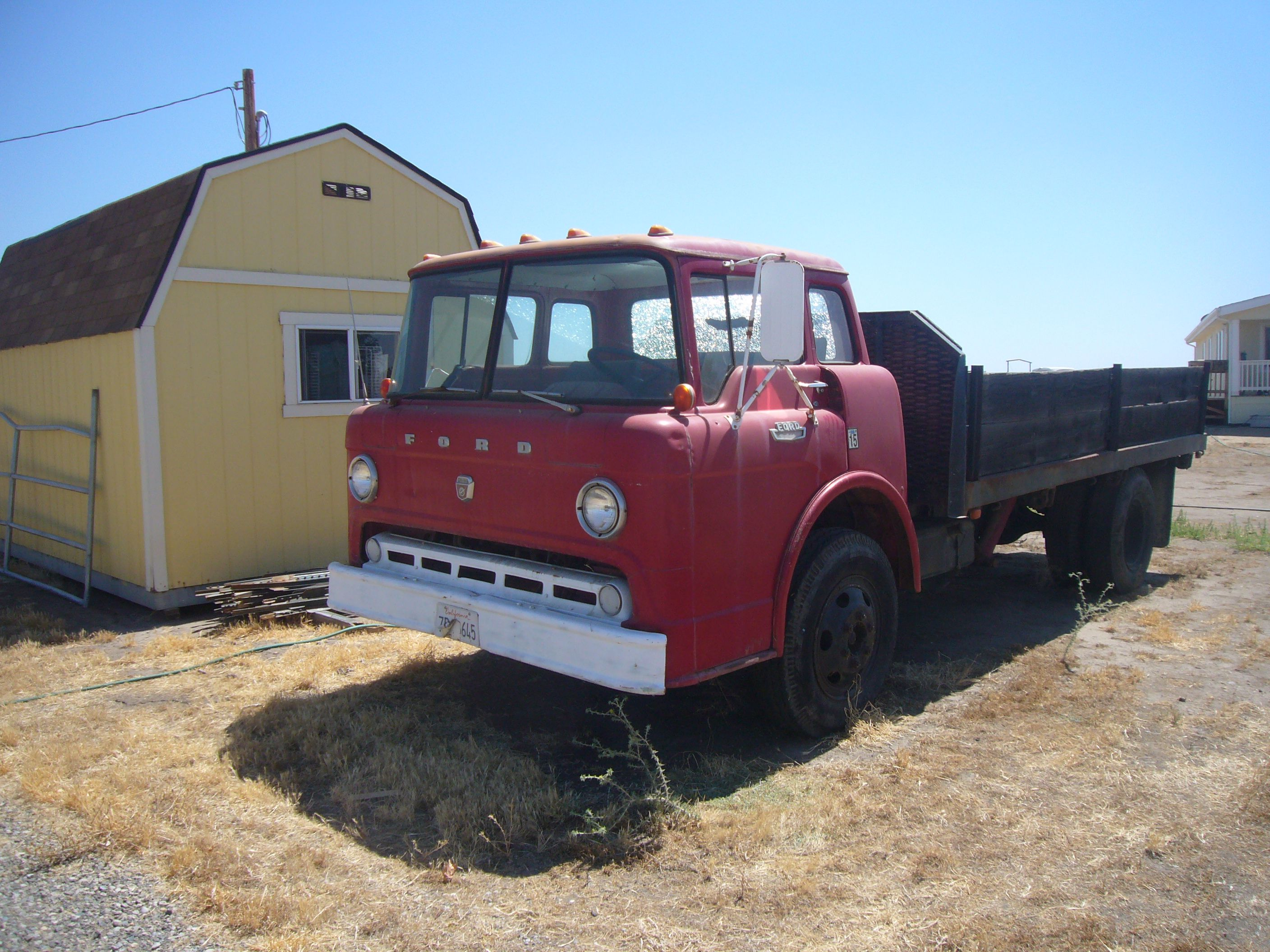 1972 Ford C800 Truck (Big Red) with 150k Miles Авто