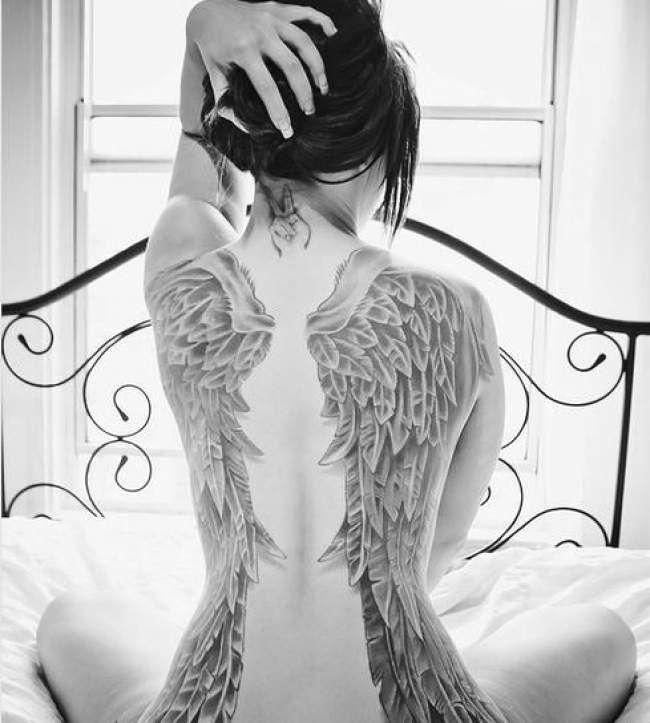 tatouage de femme tatouage ailes noir et gris sur dos tatouage de femme lacets noirs et gris. Black Bedroom Furniture Sets. Home Design Ideas