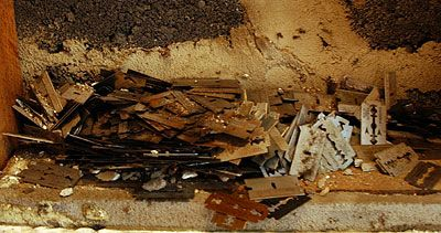 RAZOR BLADES OMG | Razor Blades In Walls | Pinterest