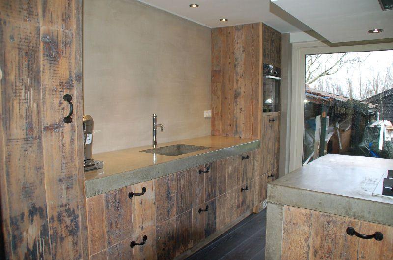 Nostalgische houten keuken met een modern randje.