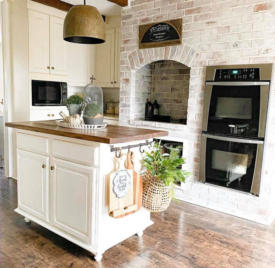 Farmhouse kitchen in 2020 kitchen farmhouse kitchen