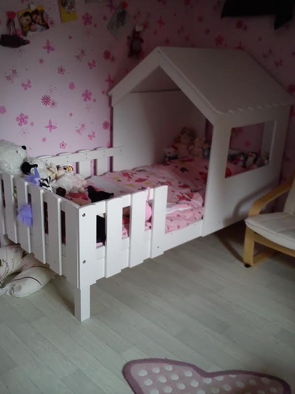 le lit cabane swam dans une jolie chambre de petite fille lit cabane swam photos de nos. Black Bedroom Furniture Sets. Home Design Ideas
