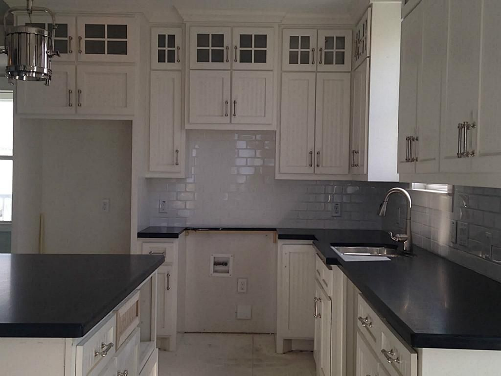 Kitchen decorating ideas with black granite countertops for Custom made kitchen countertops