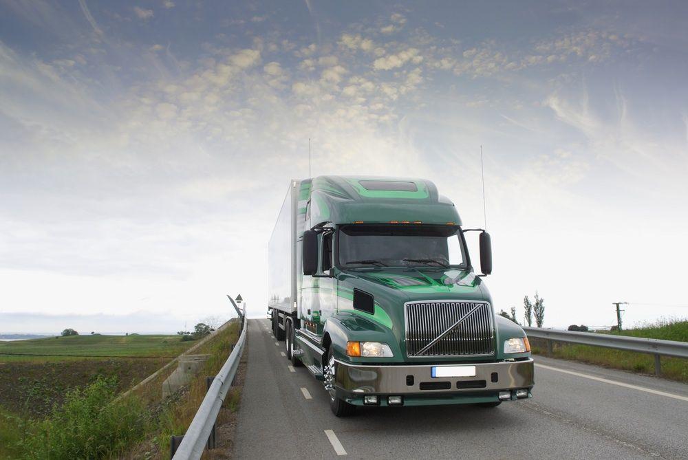 Choosing The Best Truck Company Nebraska Warehouse Trucking Companies Trucks Giant Truck