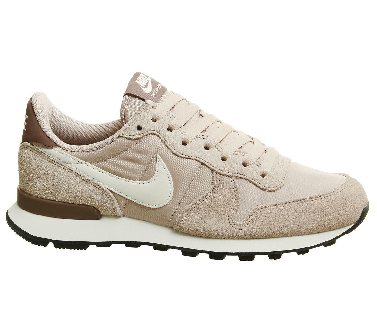 Nike Internationalist Trainers Beige Nike Shoes Nike Internationalist Nike Shoes Outfits