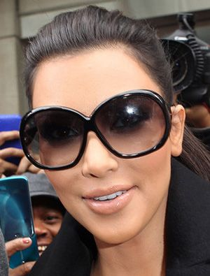 005abbb3b1a Kim Kardashian wearing round oversized sunglasses by Tom Ford ...