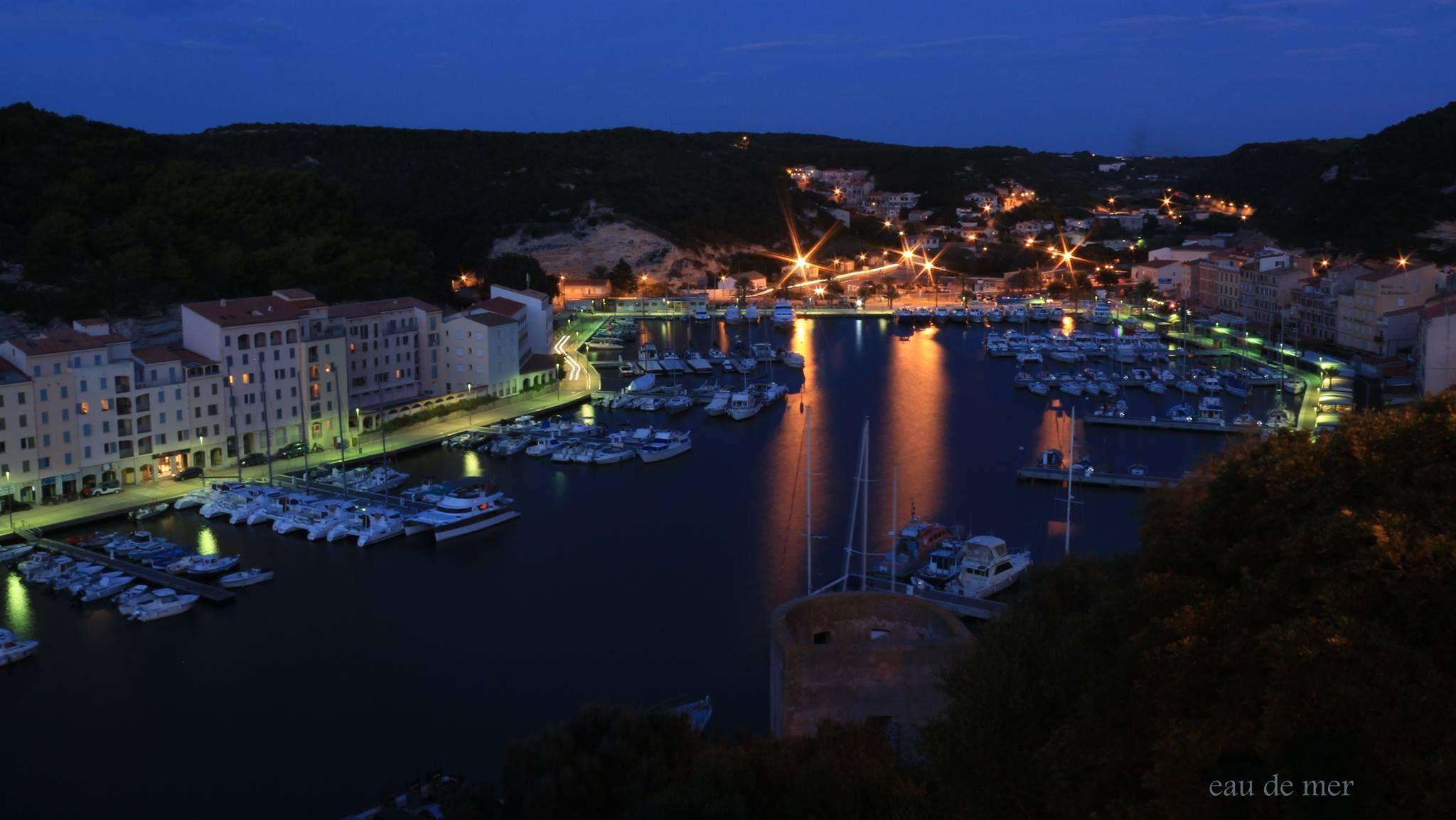 Le port de plaisance vue de nuit...  Crédit-photos: Eau de mer