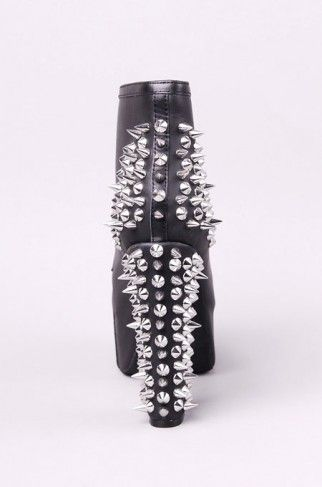 I love studded things