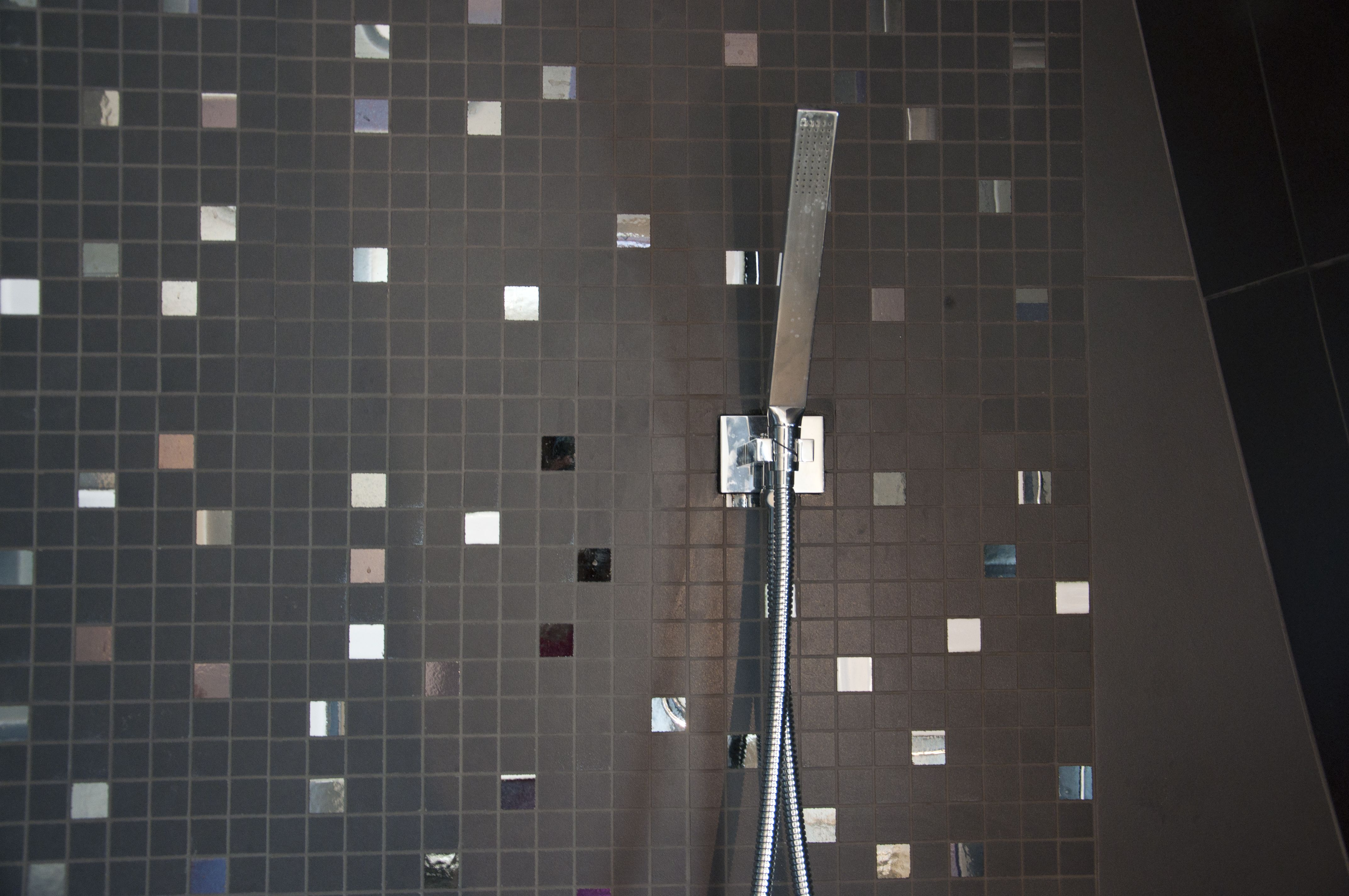 mosaique et robinetterie encastr e dans douche l 39 italienne florence tory www f. Black Bedroom Furniture Sets. Home Design Ideas
