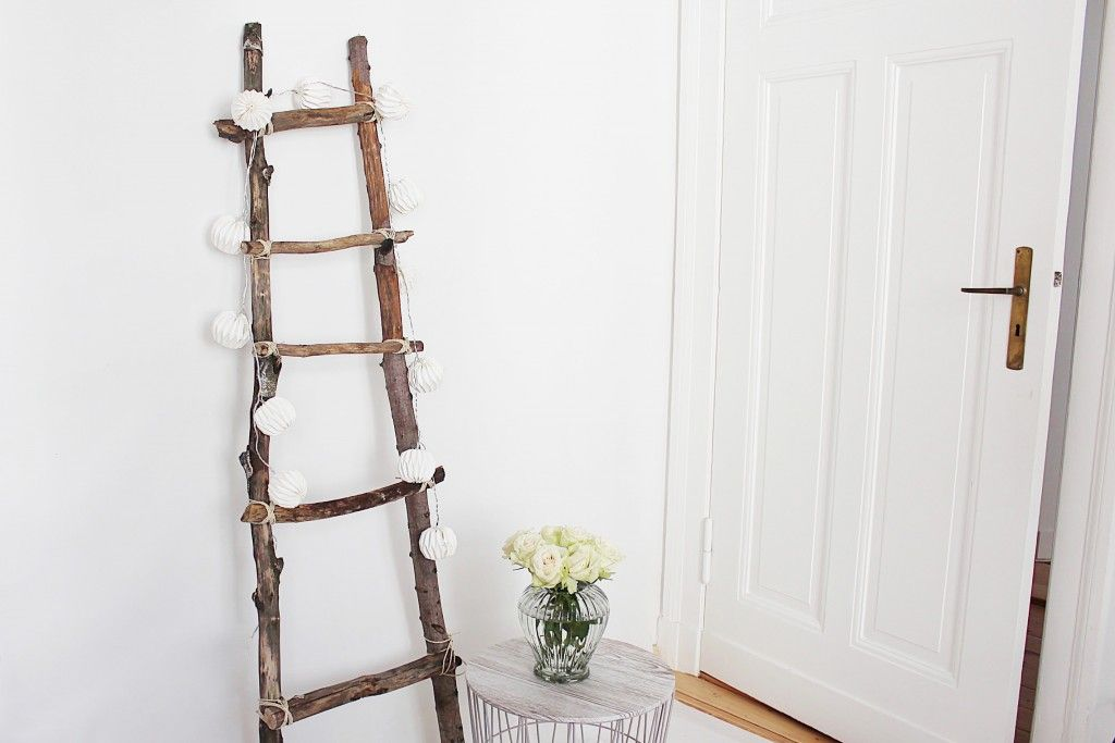 dekoleiter selber bauen kreatives pinterest dekoleiter selber bauen und dekokranz. Black Bedroom Furniture Sets. Home Design Ideas