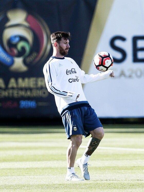 Lio Messi Futbol Football Barcelona Barça Futbol Messi Cristiano Ronaldo Sin Camisa Fotos De Messi