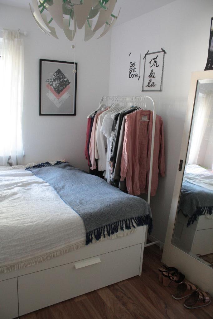 Schöne und platzsparende Einrichtungsidee Kleiderstange