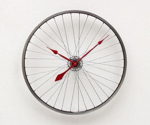 自転車のホイールで時計をつくったよ Roomie ルーミー 自転車 時計 自転車ホイール