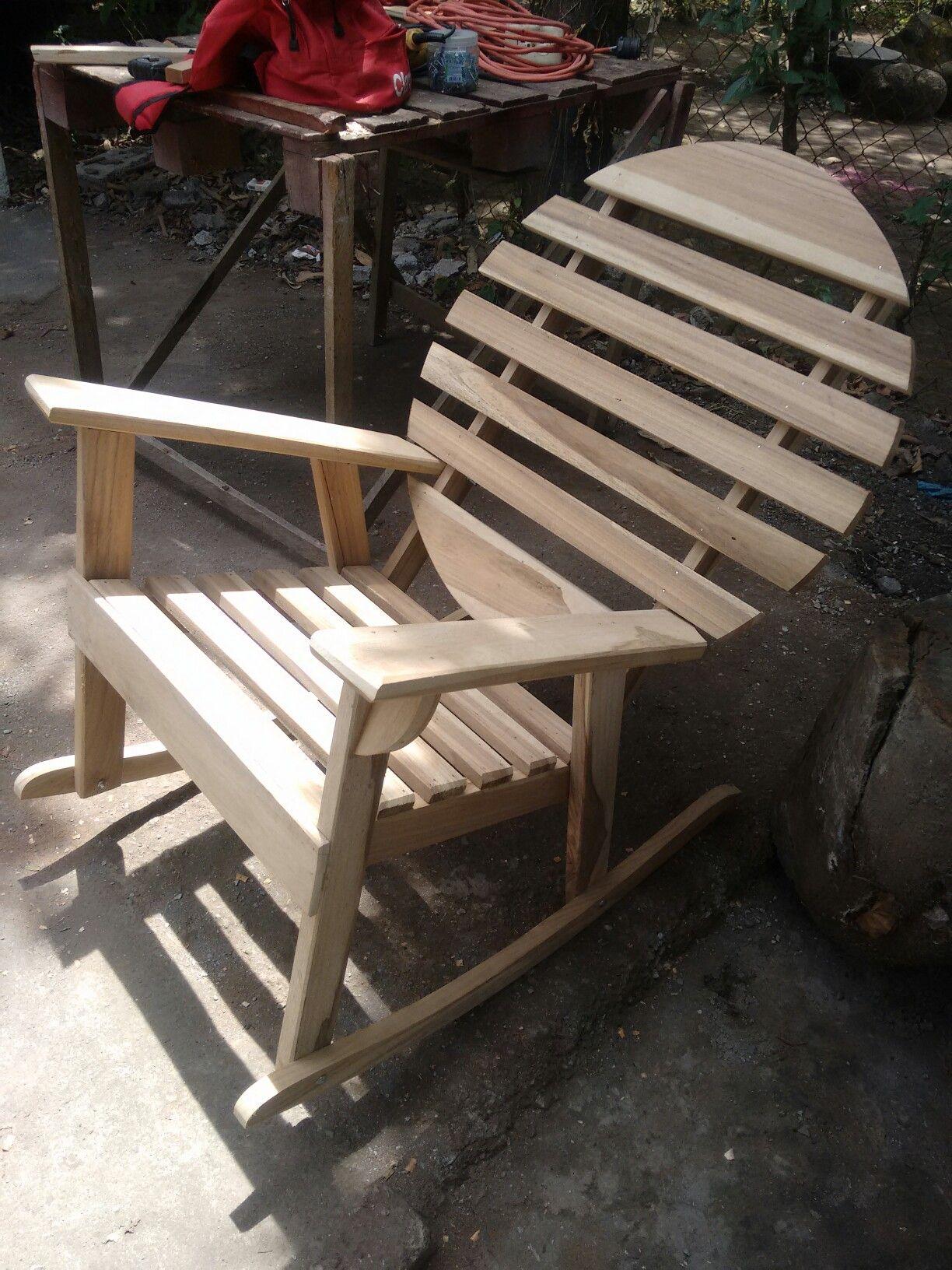 Silla mecedora redonda en madera de laurel | Mis Trabajos ...