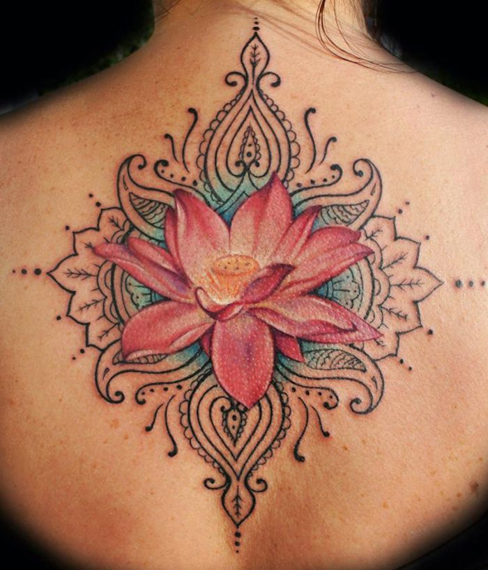 tattoo r cken frau detailierte t towierung mit rosa lotus tattoos pinterest tattoo. Black Bedroom Furniture Sets. Home Design Ideas