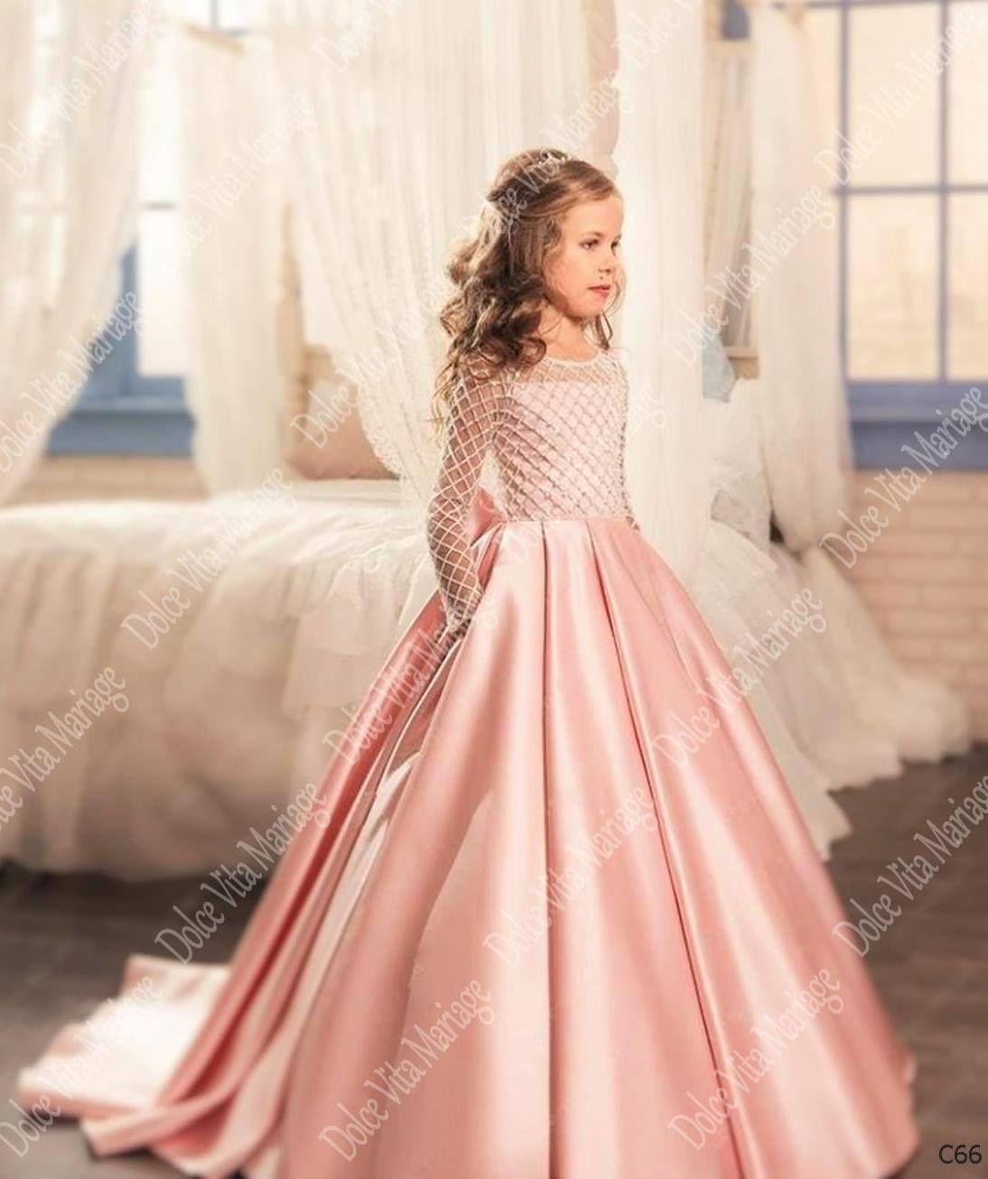 Référence C66  Jolie robe de cérémonie, pour beaucoup de beaux souvenirs.