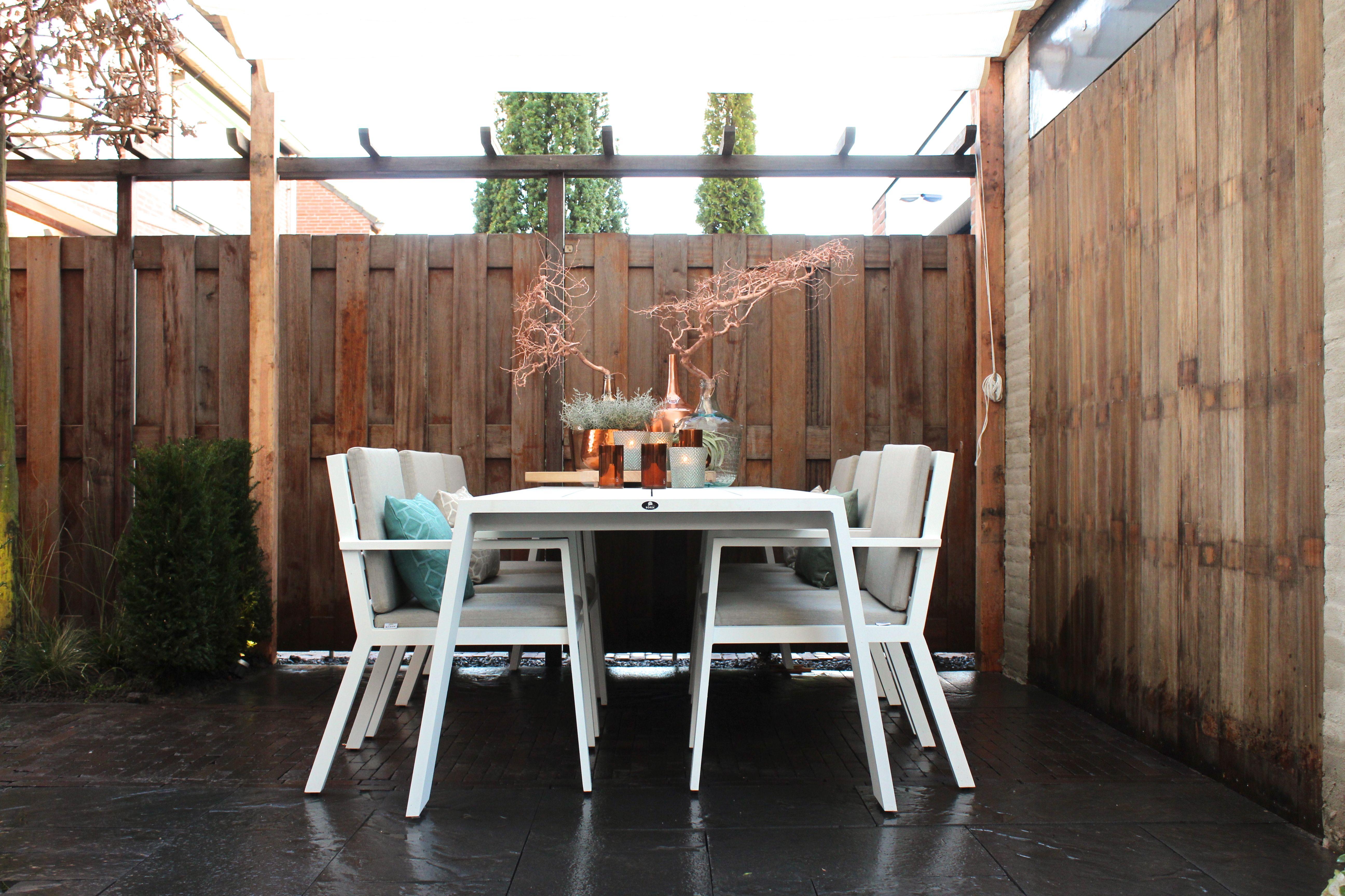Eigen huis en tuin praxis maak je eigen hoekje in de for Huis in de tuin