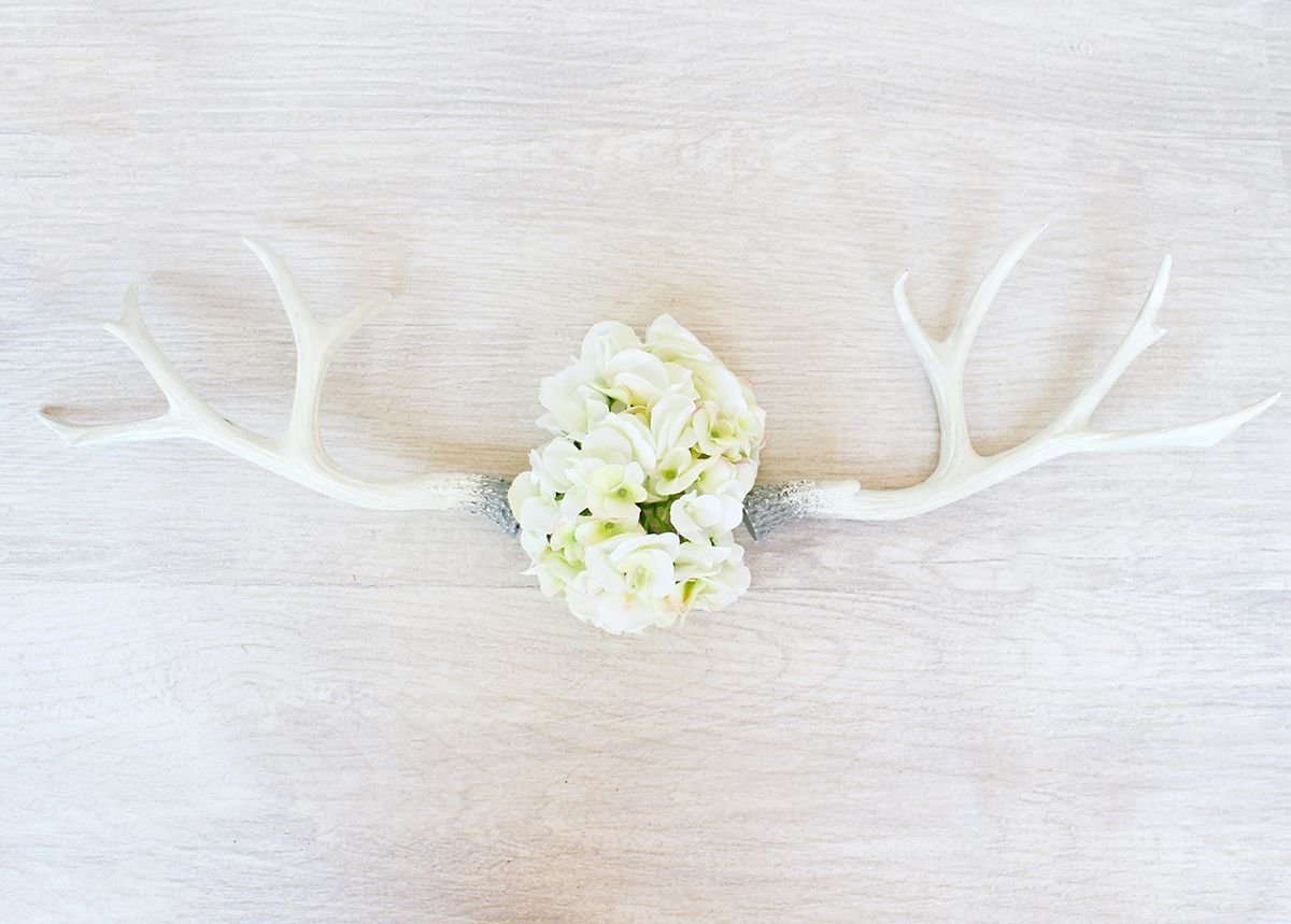 Faux antlers paired with silk hydrangeas. Simple. Rustic. Beautiful ...