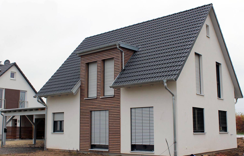 einfamilienhaus holzhaus satteldach gaube mit flachdach fenster modern living pinterest. Black Bedroom Furniture Sets. Home Design Ideas