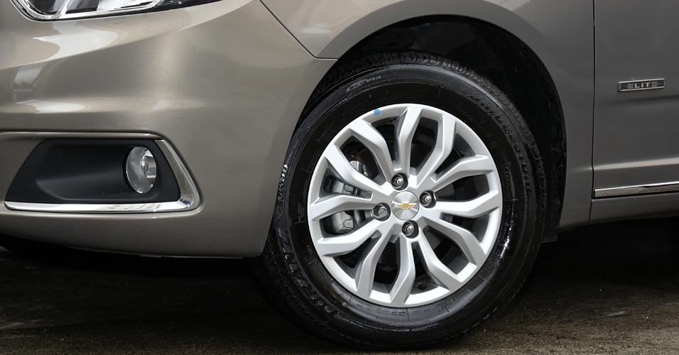 Rodas do Cobalt Elite 2016 são de liga de alumínio de 15 polegadas