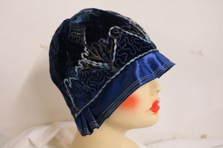 1920's Vintage Velvet Hat with Embroidery and Satin Ribbon Lot 115