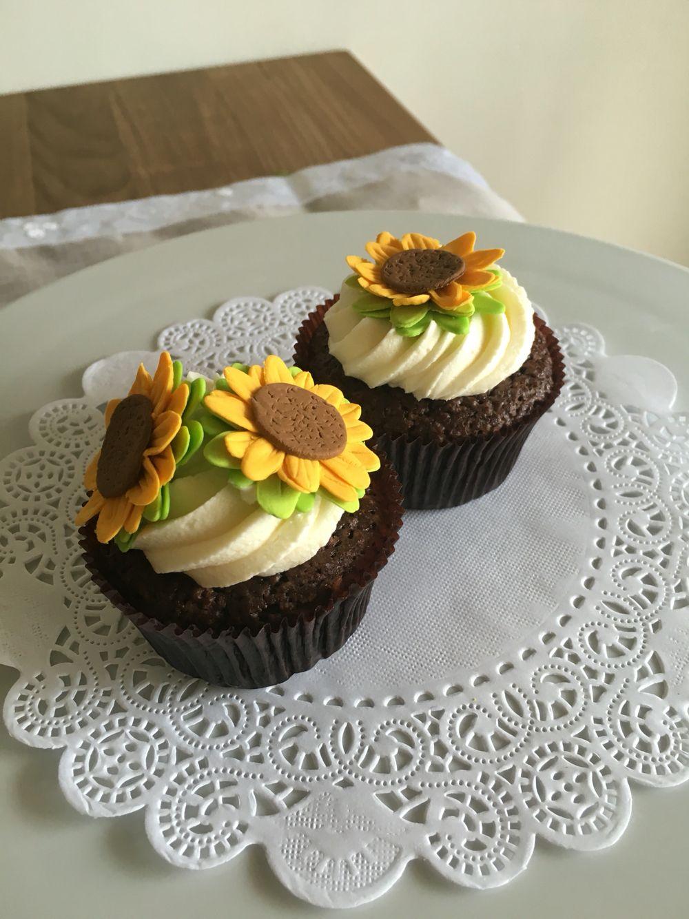 Cupcake brownie girasoles   Postrería
