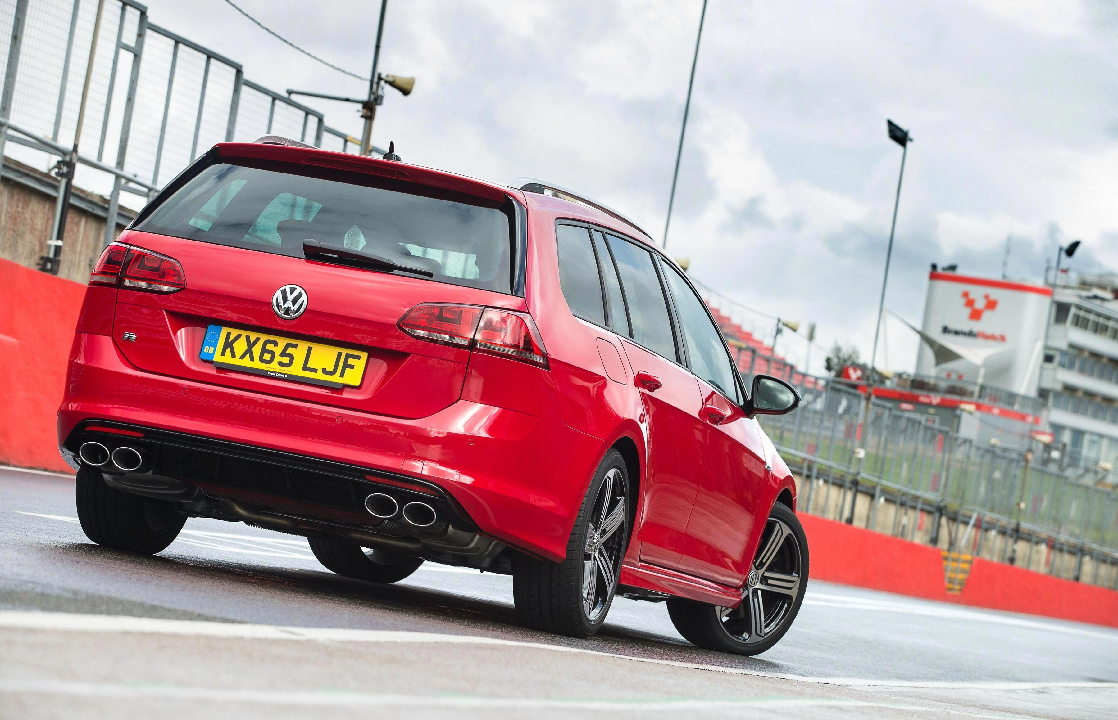 FormaCar: Volkswagen Golf R premiere date announced