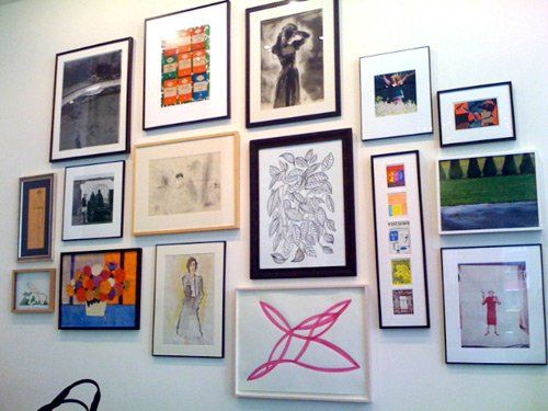 How To: Hang Art in Groups (Like Kate Spade)   Hanging art, Group ...