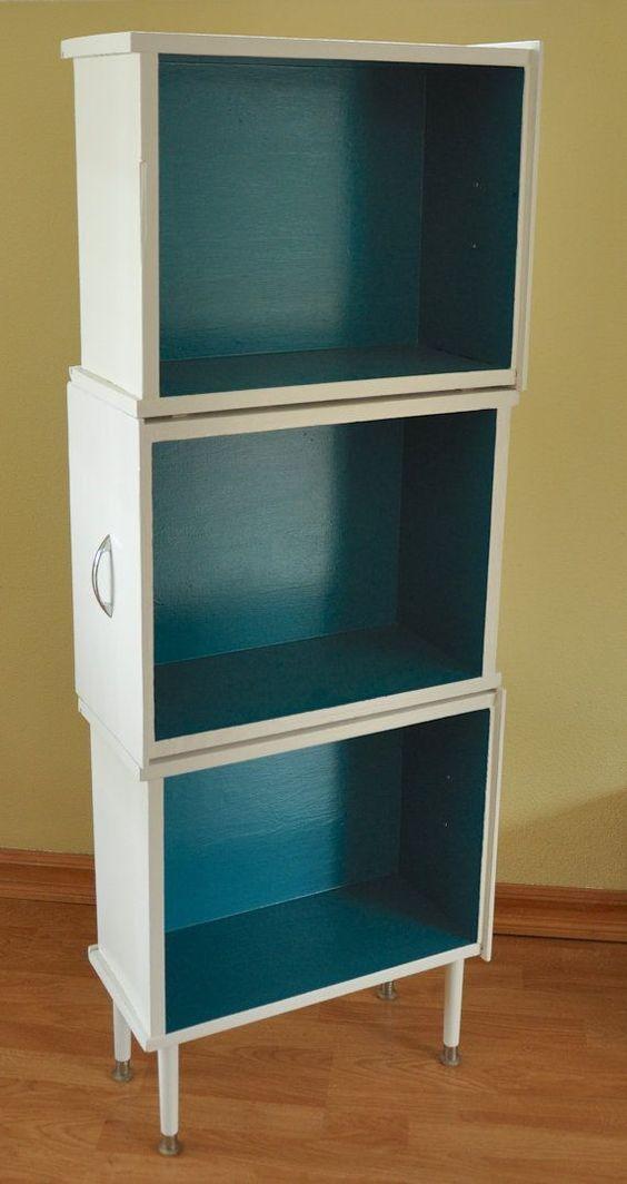 Kleines Regal aus alten Holzschubladen gebaut.: #furnitureredos