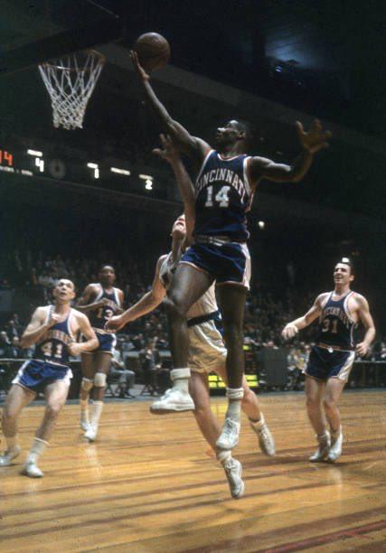 The Big O Basketball Pictures Oscar Robertson Nba Legends