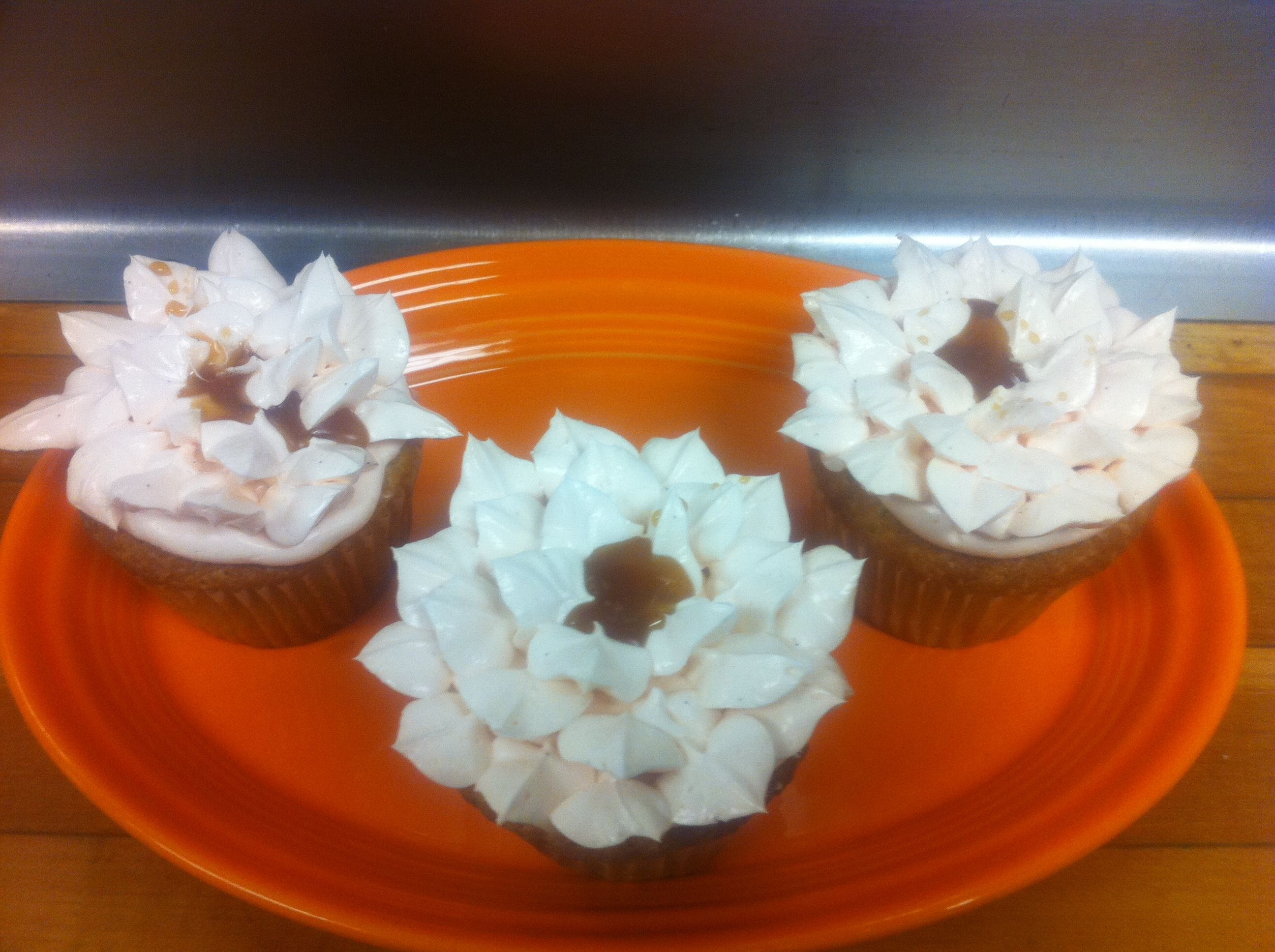Chai tea Caramel Lotus flower cupcake from the bollywood episode of Cupcake wars by Kevin VanDeraa #cupcakewars #cupcakempls