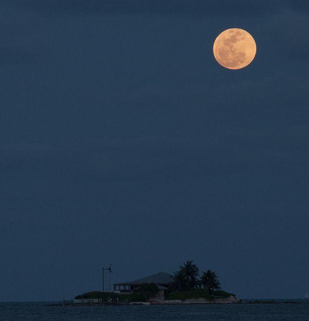 f5572bad6801c Super moon over Sombrero Beach in the Florida Keys