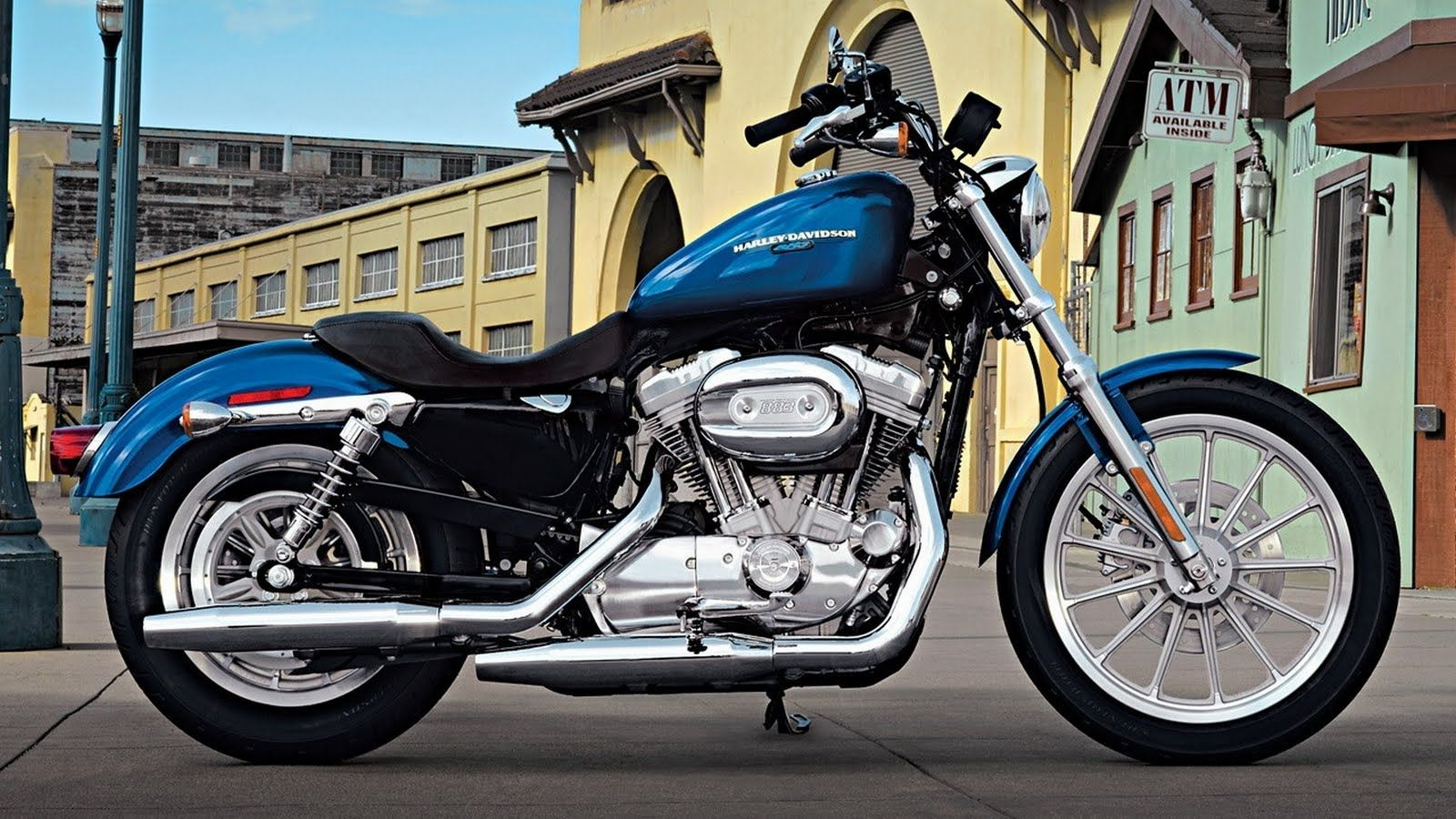 blue harley davidson (i don't know anything about bikes but i like