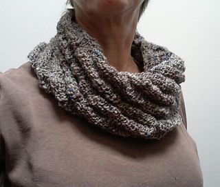 A one skein cowl knitted in the round using a diagonal rib ...