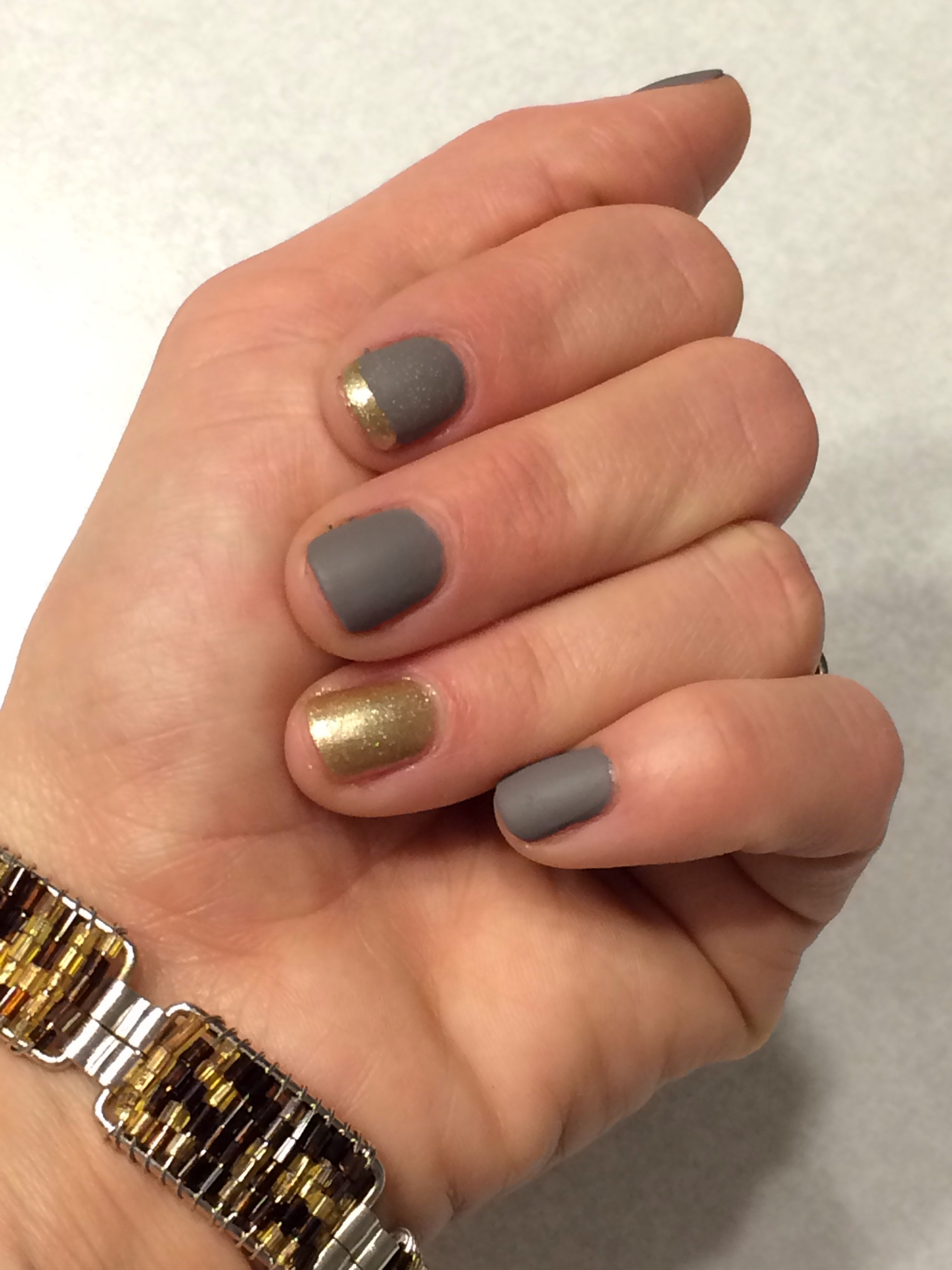 My gray and gold nails :)