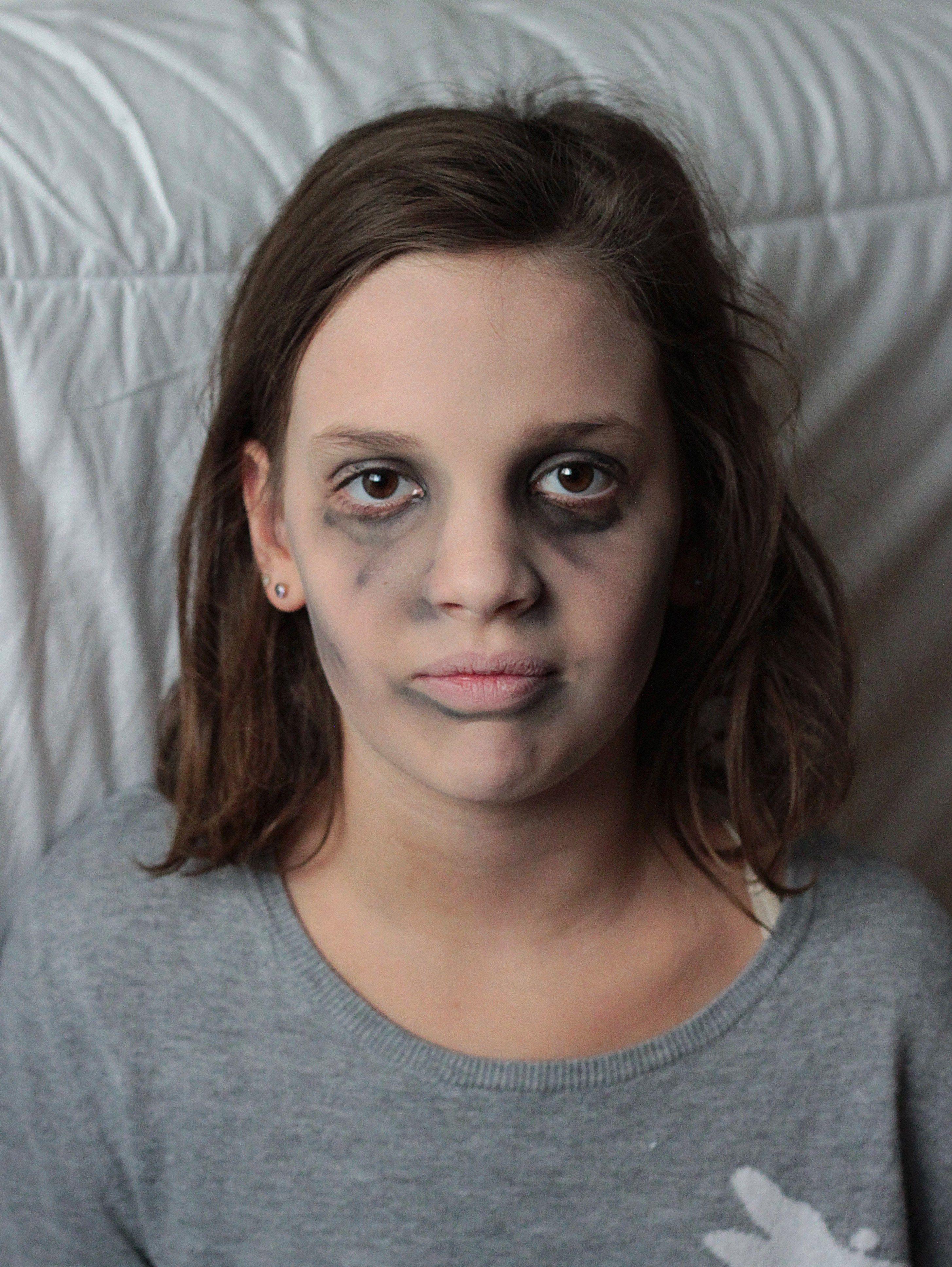 Simple Zombie Makeup For Kids Kids Zombie Makeup Zombie Makeup Easy Zombie Costume Kids