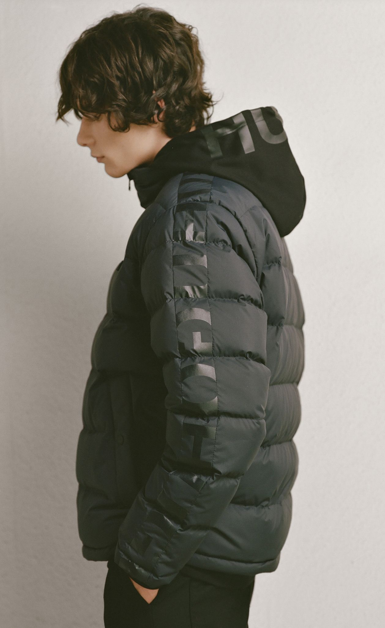 Hugo Fall Winter 2018 Menswear Mens Outerwear Jacket Hugo Menswear [ 2053 x 1258 Pixel ]
