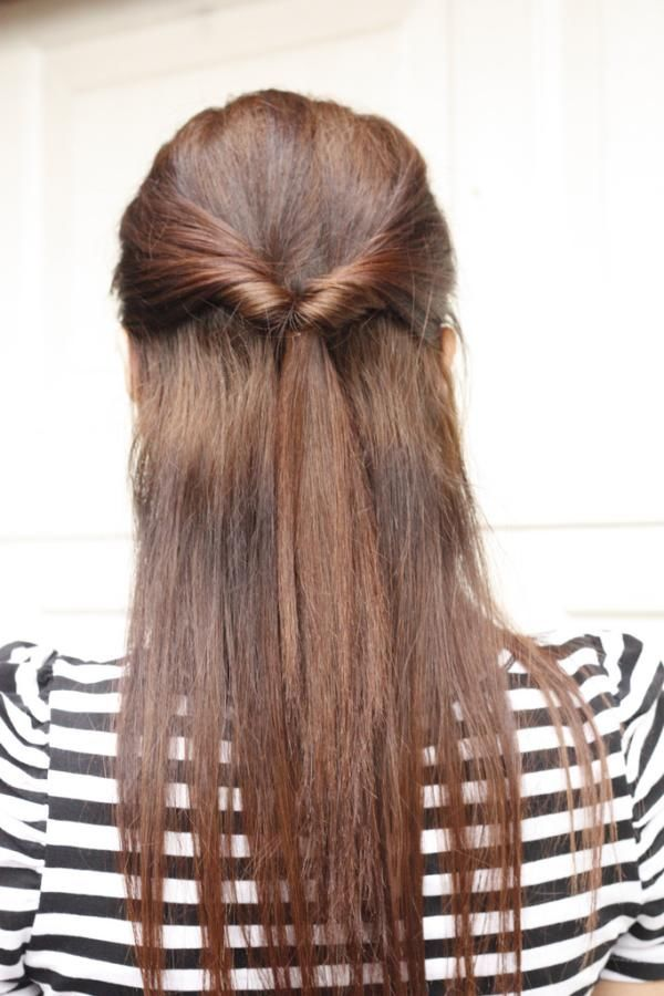 Quick Half Up Style For Long Straight Hair Tied By Twisting In Two Bangs From Front Long Hair Styles Medium Hair Styles Easy Hairstyles