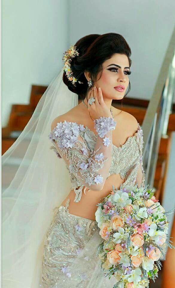 Oshadi Himasha Dressed By Umandika Sugandi Bridesmaid Saree Bridal Dresses Bridal Sari