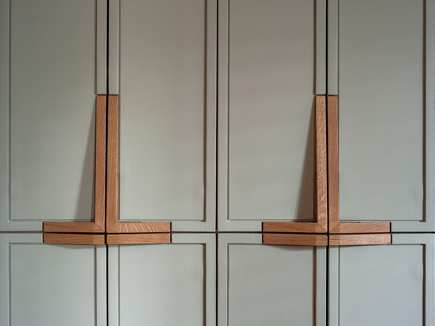Pin by Mal Moorman on Marcenaria | Wooden cabinet pulls ...