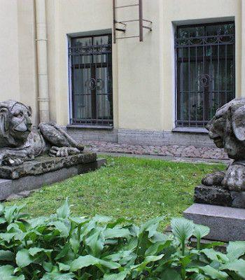 Viikon kuva: Tihvinän hautausmaa, Pietari, Venäjä. Kuvaaja Bess Hardwick.
