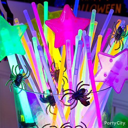 Glam ghouls <3 glowing bling like wands, necklaces and rings... and you'll <3 knowing they're visible in the dark during trick-or-treating!