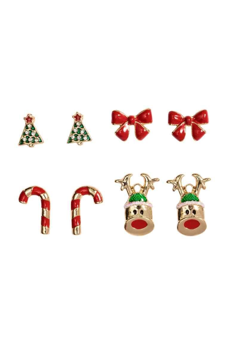 4 paires de boucles d'oreilles: Petites puces en métal à motifs variés. Différentes dimensions allant de 0,8 à 1,6 cm.