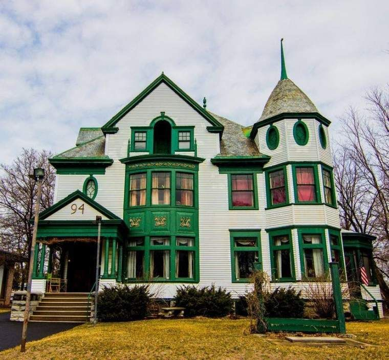1895 Victorian In Plattsburgh New York — Captivating Houses
