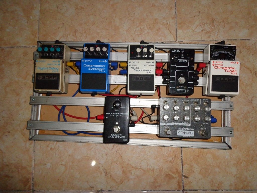 do it yourself or buy it yourself diy pedalboard aluminum guitar effect pedals. Black Bedroom Furniture Sets. Home Design Ideas
