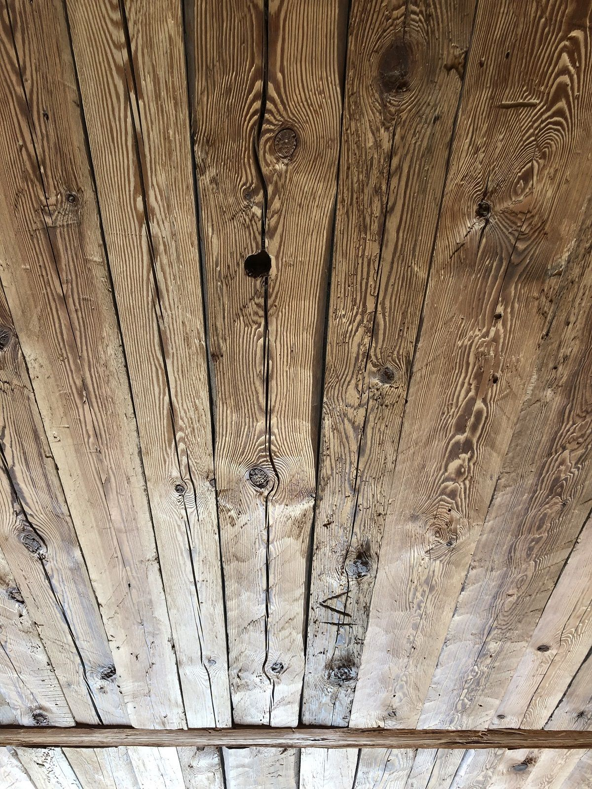 Rustikale Wandverkleidung Handgehackte Altholz Bretter Vintage Holz In 2020 Vintage Holz Wandverkleidung Altholz Wandverkleidung