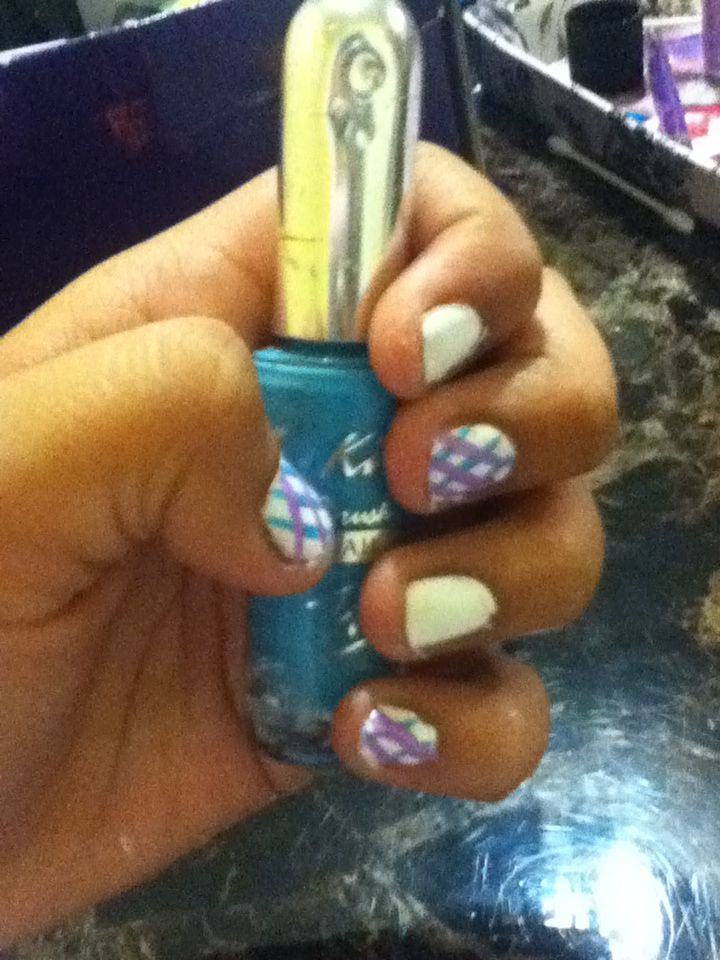 Used kiss brush on nail art in \